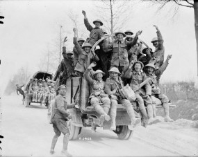 Canadian soldiers returning from Vimy Ridge (1917).