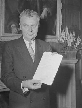 PM John Diefenbaker with Bill of Rights, 5 September 1958.