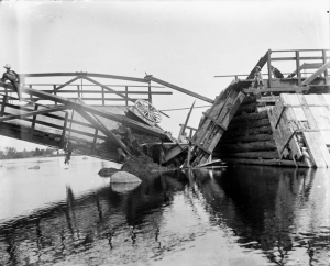 When structure fails. Hurdman's Bridge, Ottawa, ON, 29 July 1902. James Ballantyne, Library and Archives Canada: PA-13340